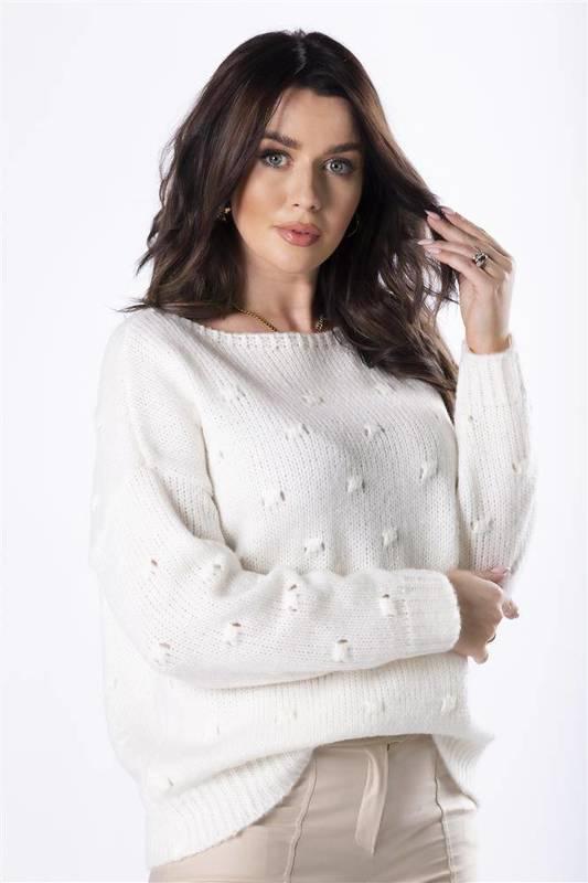 sweter z ozdobnymi przeszyciami z przodu